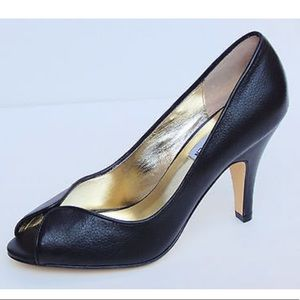 👠Steve Madden Suzzy Black Leather Peeptoe Heels